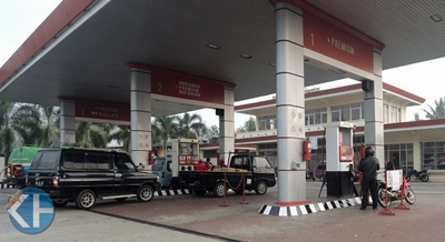 Antrian Pembeli BBM di SPBU Wonosari. Foto: Kandar.