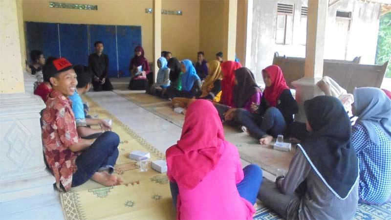 Pertemuan pemuda dan remaja Wareng 1 bersama LSM Setia Mitra. Foto: Hari.