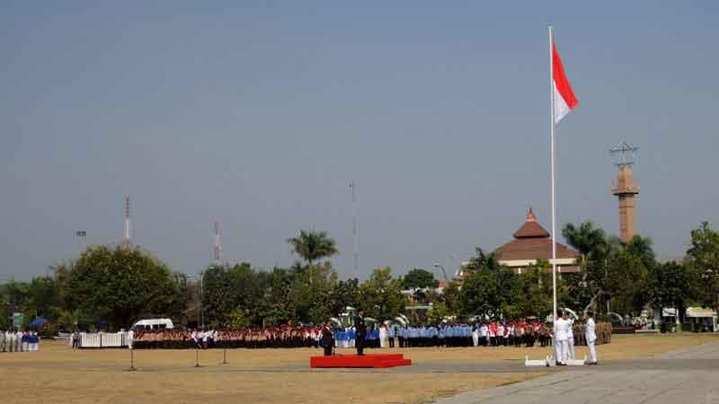 Upacara peringatan Hari Sumpah Pemuda di alun-alun Pemkab Gunungkidul, 28/10/2015. KH/Kandar.
