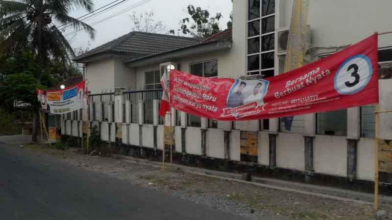 Spanduk Kampanye Salah Satu Paslon di Playen Raib. KH/Sarwo.