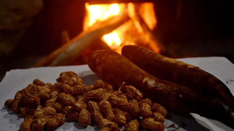 Tela Bakar dan Kacang Prol. KH/WG