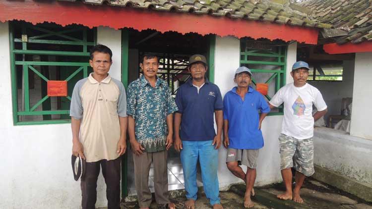 Juru kunci dan warga pelestari tradisi Jumadilakhiran. KH/ Kandar