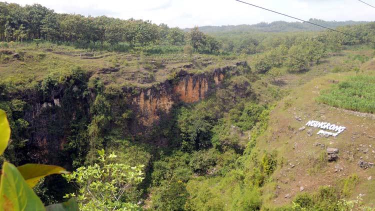 Menikmati Alam Sembari Menguji Adrenalin? Yuk ke Goa Ngingrong!