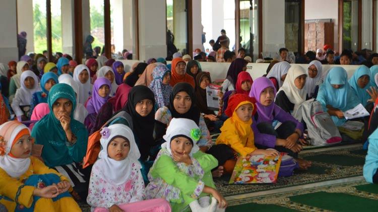 Salah satu kegiatan keagamaan di Masjid Agung Al-Ikhlas Wonosari. KH