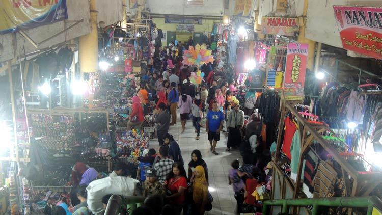Suasana keramaian pasar Argosari mulai terasa. KH/ Kandar.