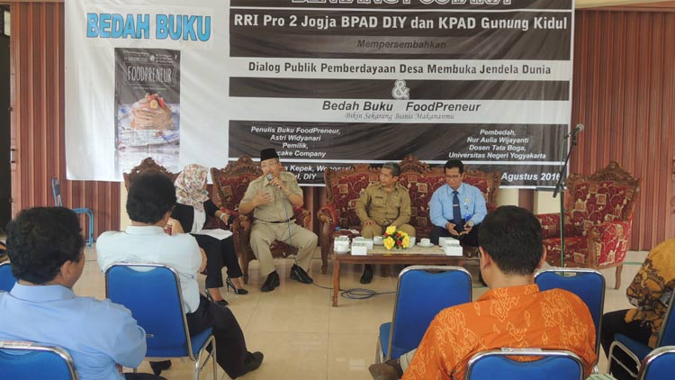 "Dialog publik, ""Pemberdayaan Desa Membuka Cendela Dunia"" di Balai Desa Kepek Wonosari. KH/ Kandar"