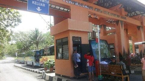 Situasi kunjungan wisatawan di Pos Retribusi Jalan Baron. KH/ S. Yanto