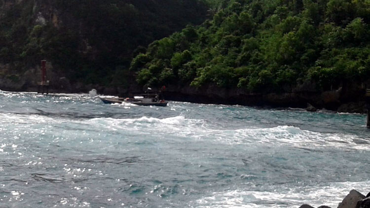 Kapal nelayan berukuran 10 GT yang sempat hilang akibat mesin rusak. Foto: dok. SAR.