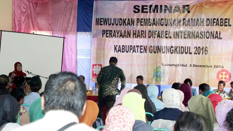 Hari Difabel Internasional FKDG Gunungkidul adakan seminar. KH