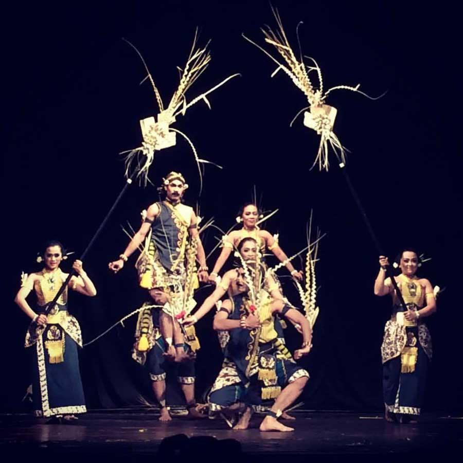 Garap Tari Reroncen, Kontingen Kabupaten Gunungkidul; Parade Tari Nusantara Tahun 2017; Gedung Societet TBY. Foto: Ibu Daruni
