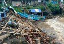 Pantai Baron Porak Poranda Diterjang Ombak Dan Banjir