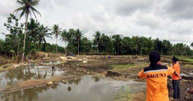 Dampak Banjir: Tanah Lahan Pertanian Hanyut Berubah Menjadi Batuan