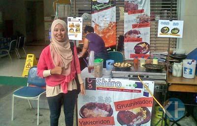 Anissa, Kuliah Sembari Berjualan. Foto: Jhody.