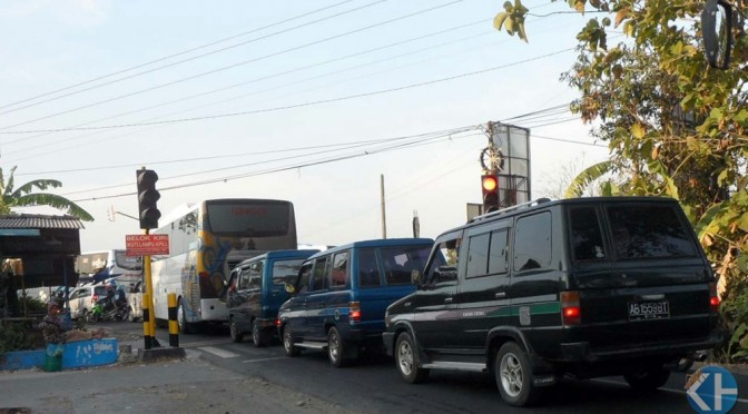 Kemacetan lalulintas di simpang 3 Gading. Foto: Sarwo.
