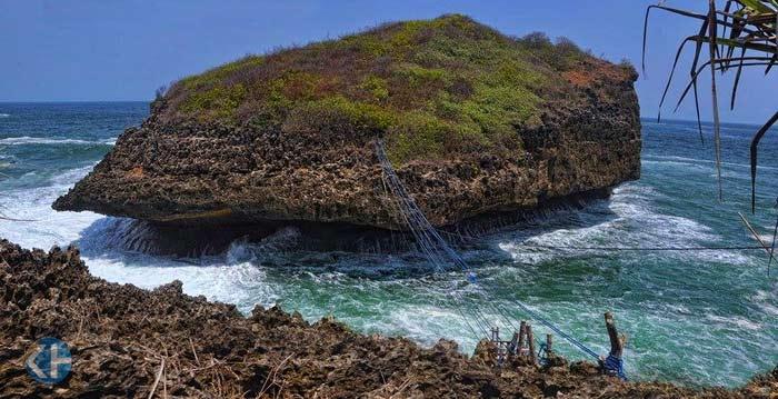 Pulau Kalong, Desa Jepitu Girisubo. Foto: Rado.