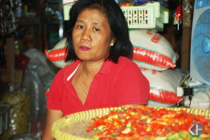 Pedagang Pasar Argosari jelang natal dan tahun baru. Foto: Juju.
