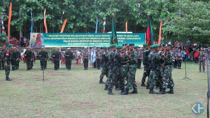 Prajurit TNI AD lakukan tonting di Gunungkidul. Foto: Atmaja.