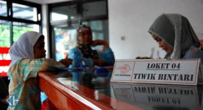 Pengambilan dana PSKS di Kantor Pos Wonosari. Foto: Juju
