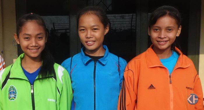 Tria Suryatininsih, Kartini Rahayu, dan Rika Ayu Wulandari. Para atlet PON Remaja 2014. Foto: Sarwo.