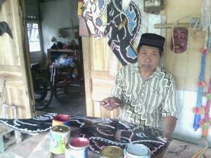 Wagiyo, pengrajin mainan tradisional. Foto: Jhody.