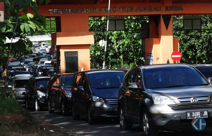Kemacetan di jalur pantai selatan Gunungkidul. Foto: Maryanto.