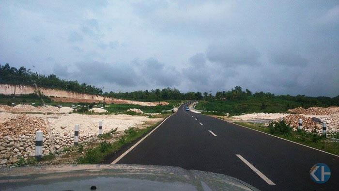 Jalan Lintas Selatan Gunungkidul di ruas Panggang-Saptosari. Foto: KH