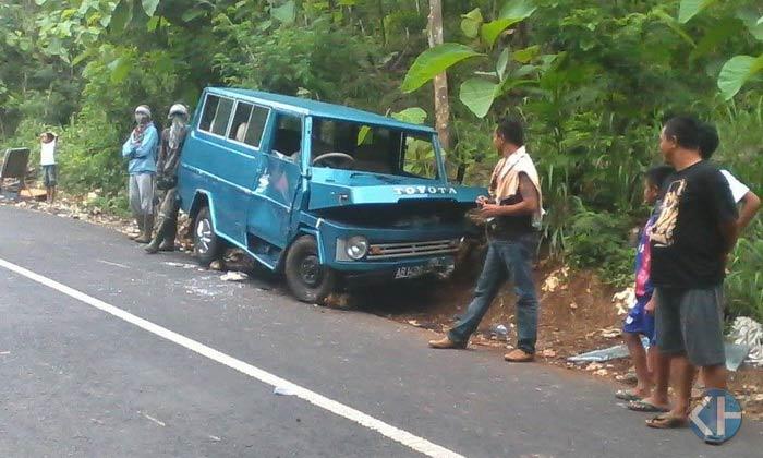 Toyota Kijang mengalami kecelakaan di Gedangklutuk Jepitu. Foto: Rado.