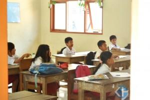 Siswa SDN 1 Candi Baru belum menerima buku pegangan siswa. Foto : Juju.