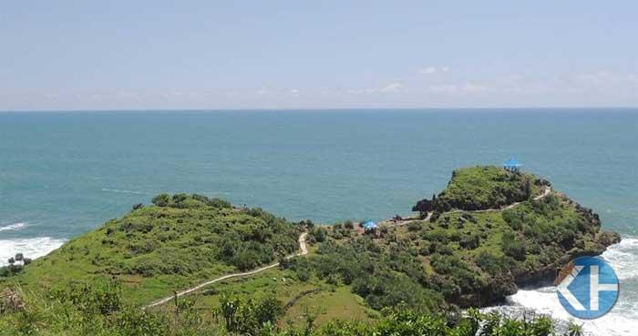 Pemandangan menuju Pantai Ngedan. Foto : Kandar.