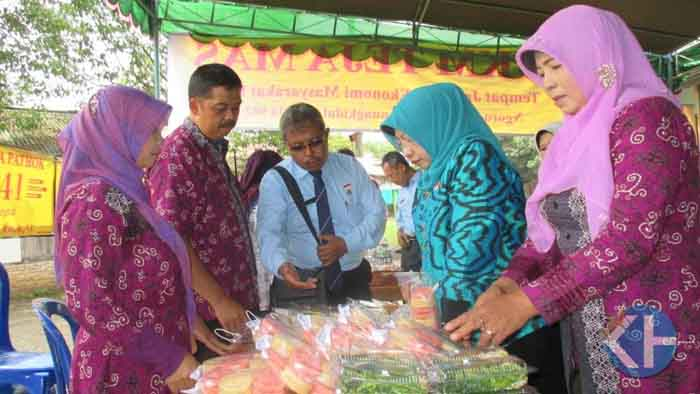 Bupati Gunungkidul bersama Camat Pathuk meninjau pusat kuliner Pathuk. Foto : Atmaja.