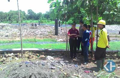 Wabup Gunungkidul memeriksa TPAS Wukirsari. Foto: Juju.