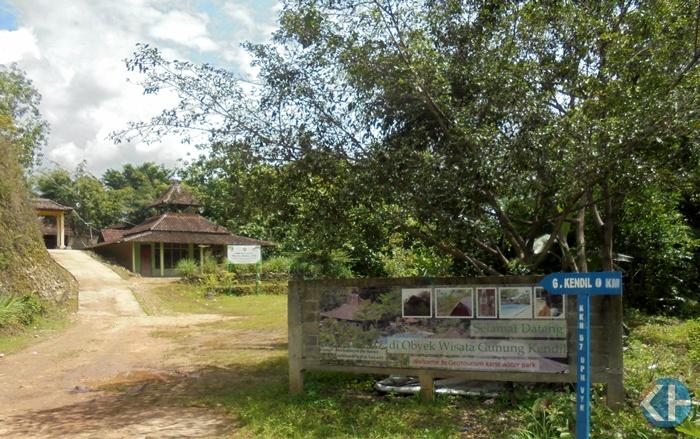 Pintu Masuk Obyek Wisata Gunung Kendil. Foto : Hari