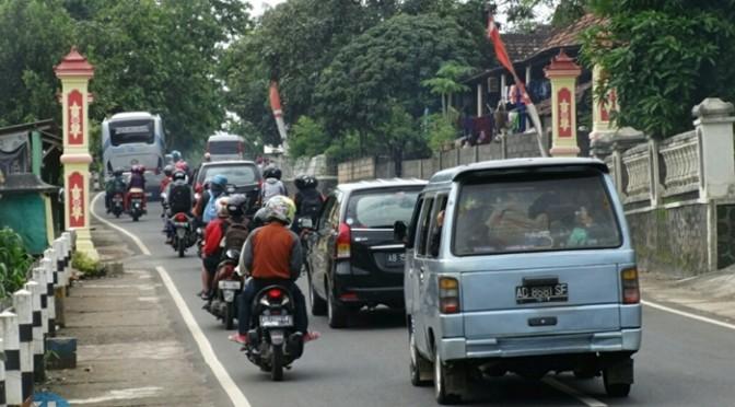 Wisatawan padati jalan Baron. Foto : Sumaryanto
