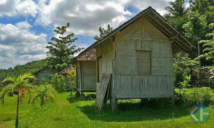 Gubuk yang disediakan oleh Desa Wisata Jelok. Foto : Atmaja.
