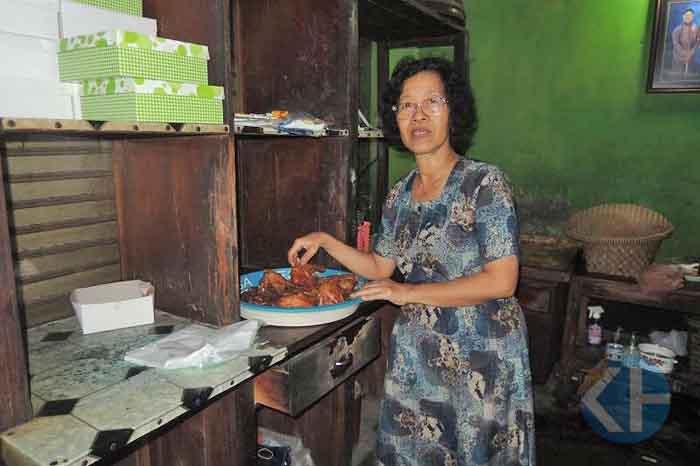 ibu dasilah Rumah Makan Sidas