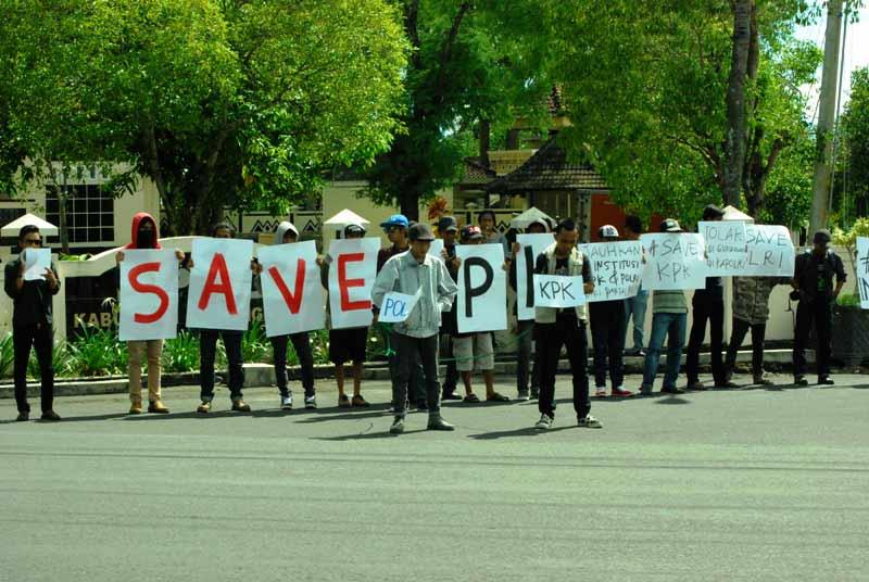 Ormas Gunungkidul gelar aksi Save KPK Save Polri. Foto: Juju.