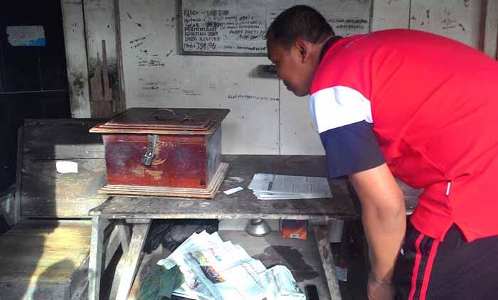 Kotak yang dicuri isinya. Foto : Juju
