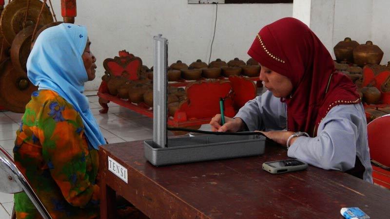 Pengobatan gratis RS Nur Rohmah di Desa Kenteng Ponjong. Foto: Atmaja.