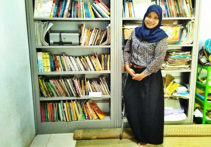 DIan Lestari, Pengelola Perpustakaan Desa Bedoyo. Foto: Gemma.