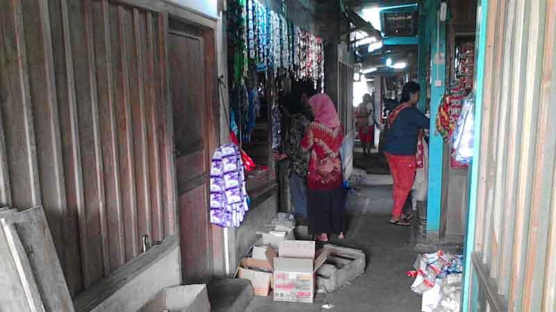 Kios yang dibobol pencuri. Foto : Kandar