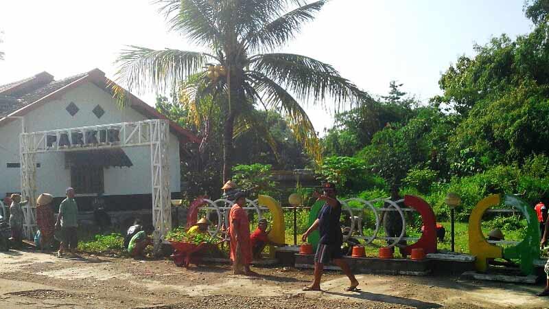 Kerja bakti Desa Siraman. Foto: Atmaja.
