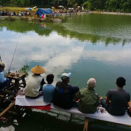 Usaha pemancingan di Telaga Kepek Saptosari. Foto: Kandar.