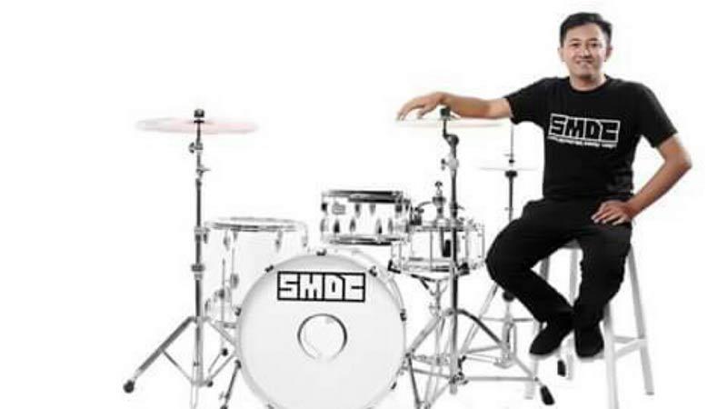Agung Ginanjar dan drum produksinya. Dok: Atmaja.