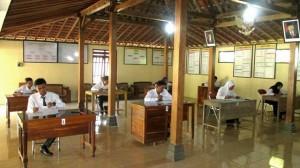 Ujian perangkat Desa Giring. Foto : Atmaja