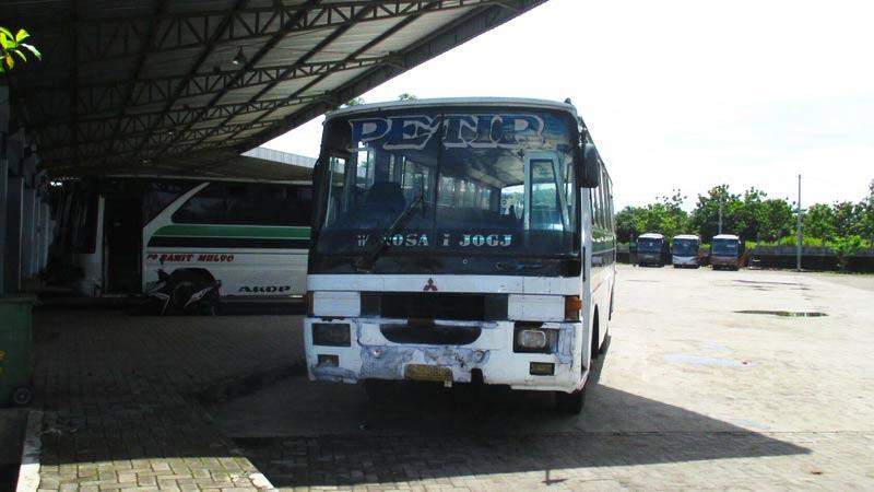 Sepinya pengguna angkutan umum di Terminal Selang Wonosari. Foto: Atmaja.