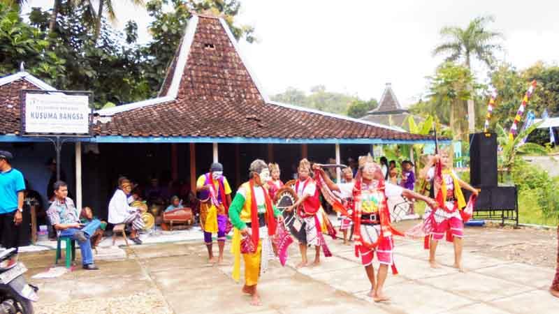 Pentas reog Desa Sawahan Ponjong. Foto: Hari.