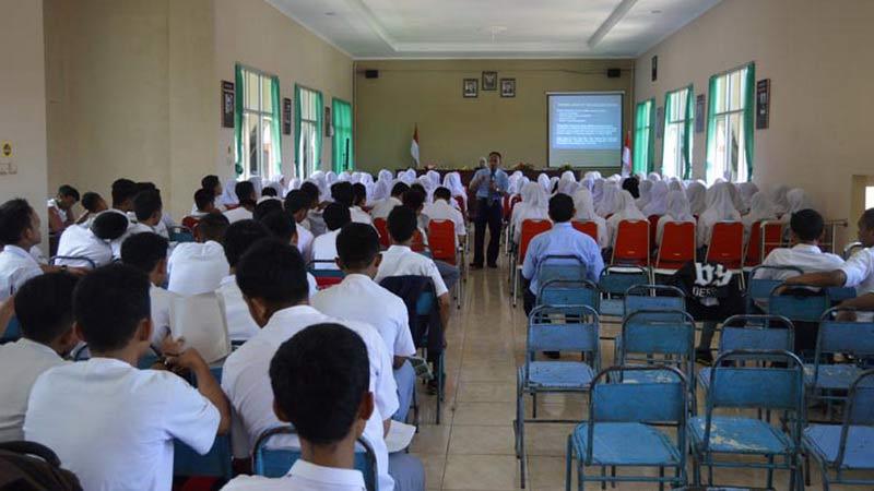 SMK Saptosasi gelar seminar ketenagakerjaan dan bursa kerja. Foto: Kandar.