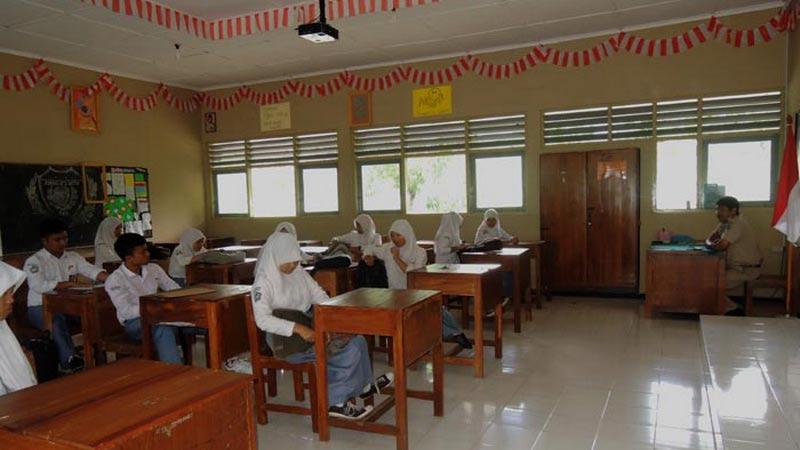 Proses belajar-mengajar di satu kelas SMAN 1 Panggang. Foto: Kandar.