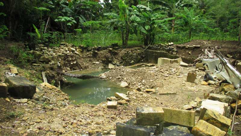 Penambangan Batu Tradisional di Desa Siraman. Foto: Atmaja.