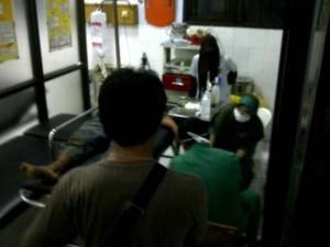 Tersangka pencuri sedang di ruang UGD. Foto : Juju